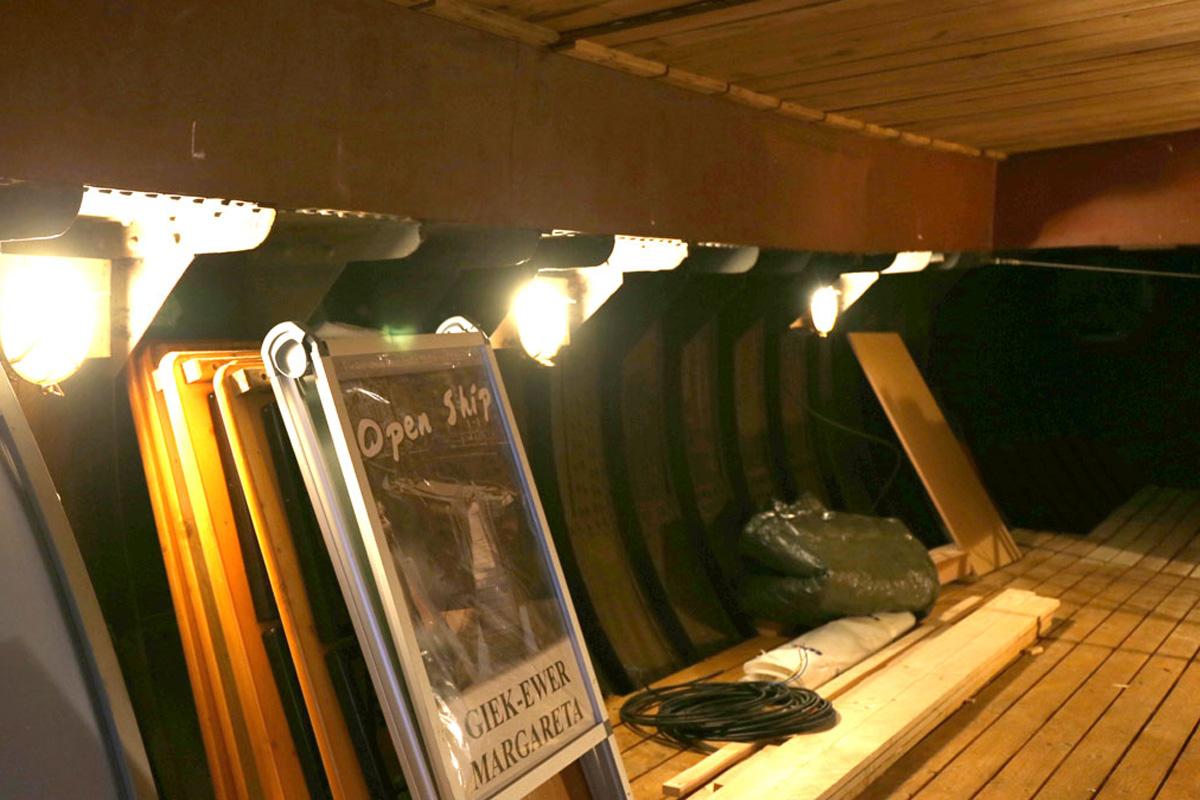 Neue Beleuchtung unter Deck
