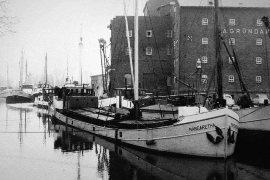 Frachtewer im äußeren Buxtehuder Hafen